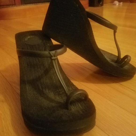 7a76fcb4cb7 Colin Stuart Shoes - Colin Stuart black toe ring wedges!